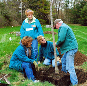 Manitowoc Co. MGVs plant a tree.